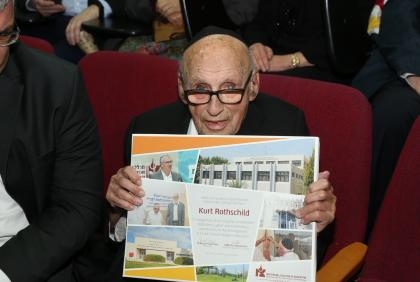 Kurt Rothschild Receives Orot Israel College's Badge of Honor